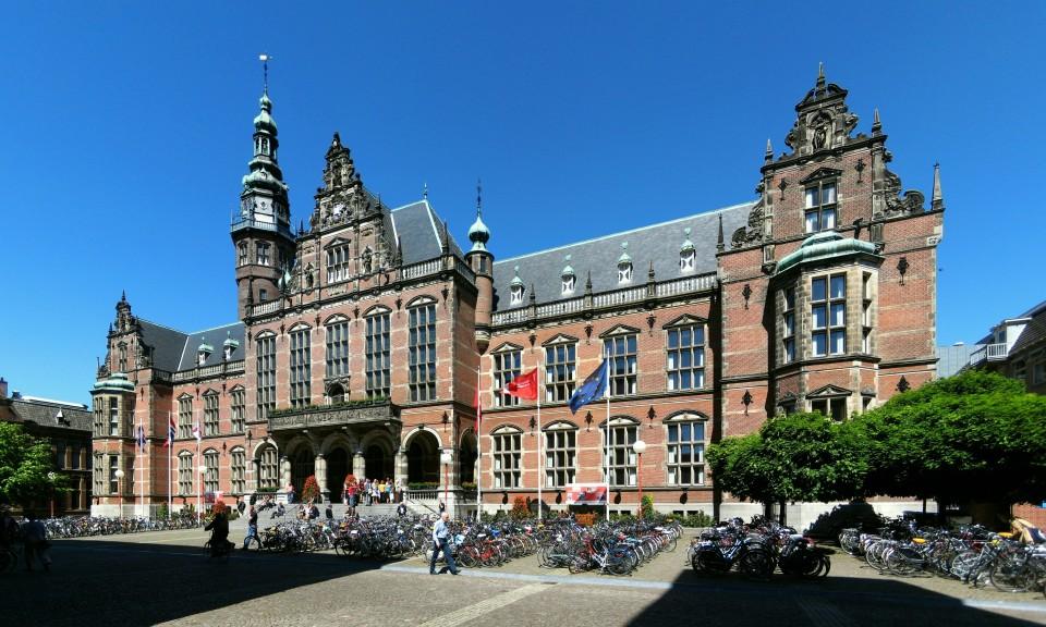 Het Academiegebouw aan de Broerstraat in Groningen. Het pand werd in 1907-'09 gebouwd naar een ontwerp van J.A.W. Vrijman (1865-1954) en is een rijksmonument (rm 485446).